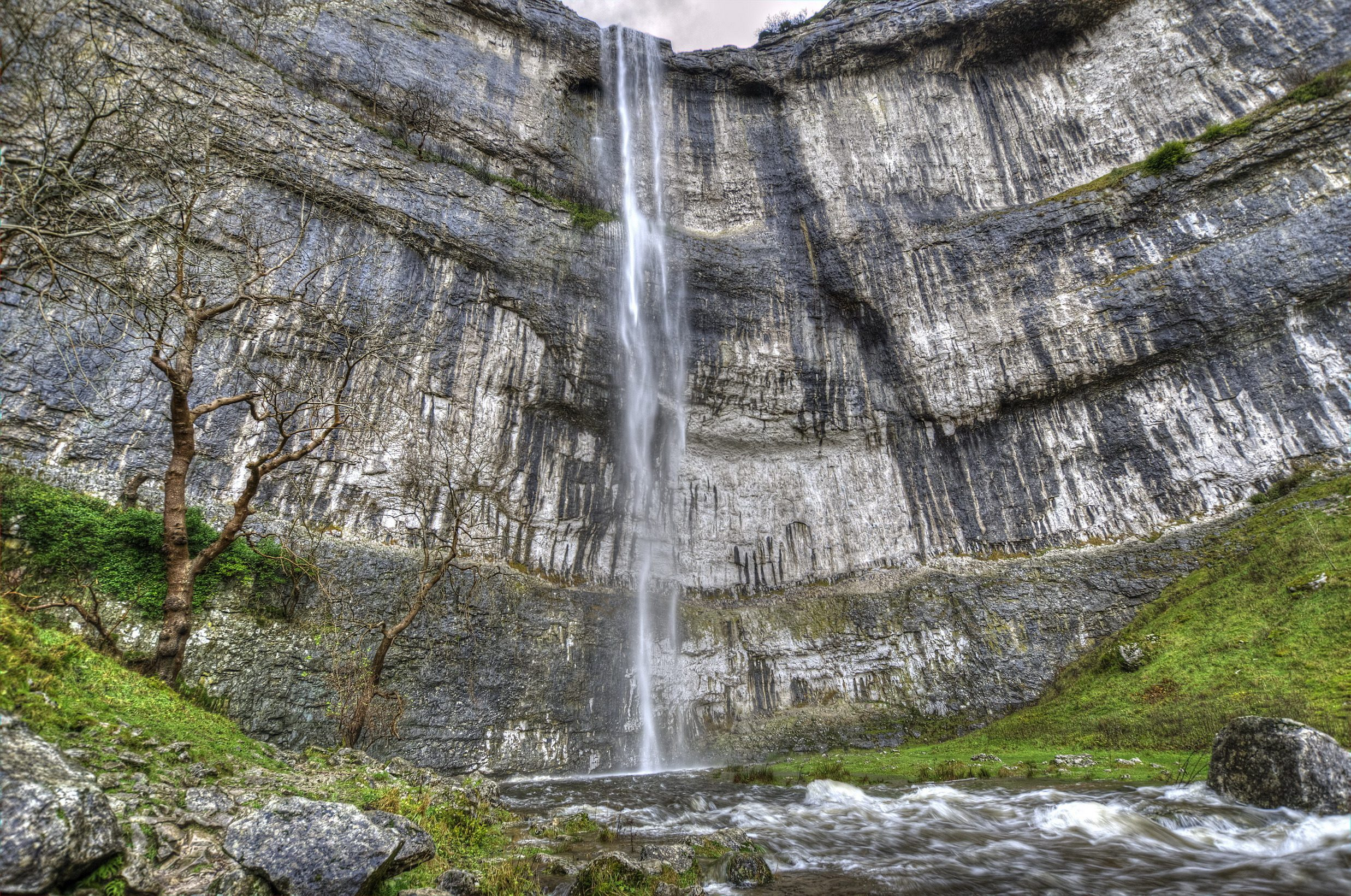 malham_cove_waterfall_03_resize